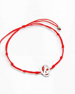 Pulsera de hilo rojo con calavera