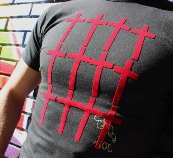 Camiseta cruces de terciopelo
