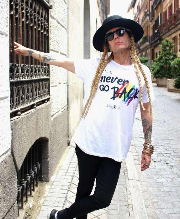 JuanPe con camiseta Orgullo Gay
